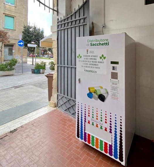 Lecce, installato il secondo distributore automatico di buste per la differenziata di organico e plastica